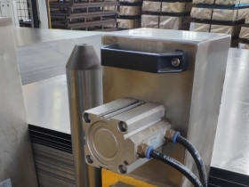 设计定做气动磁性分离器 带气缸磁板分层器 磁力分张器